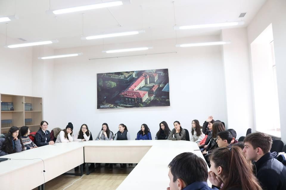 Հանդիպում ուսանողների հետ